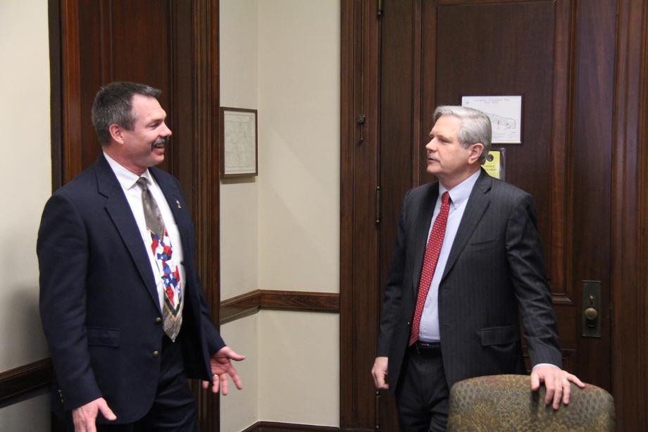 January 2019 - Senator Hoeven meets with Mark Bohrer from the Ground Water Protection Council in North Dakota.