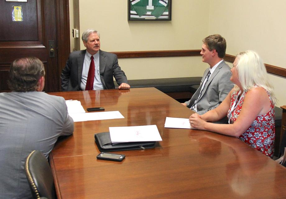 July 2018 - Senator Hoeven meets with North Dakota poultry producers.