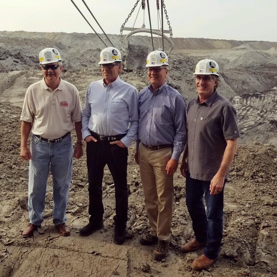 August 2018 - Senator Hoeven hosts Energy Secretary Perry in North Dakota for tours of energy facilities.